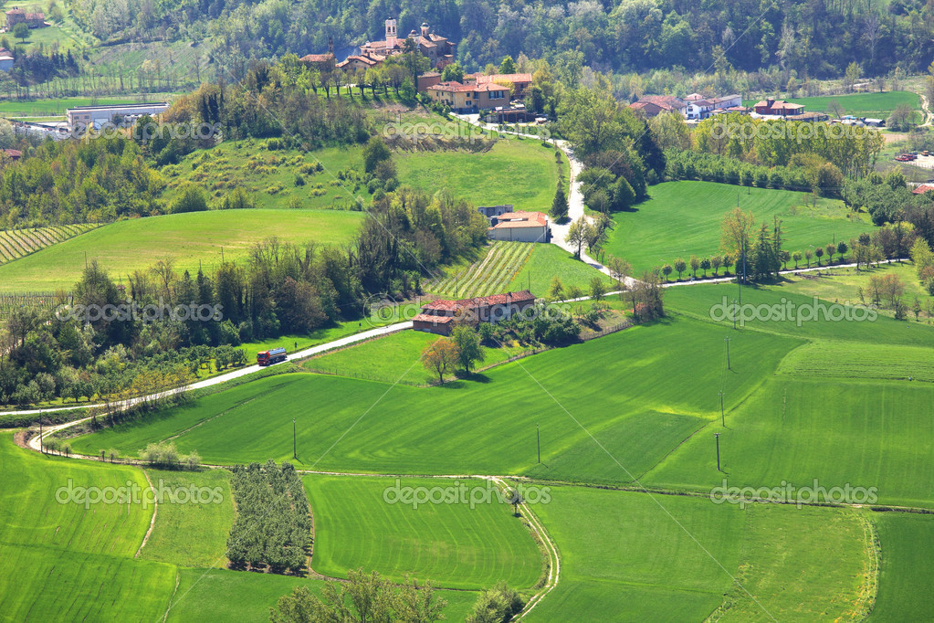 Campos verdes piamonte norte de italia foto de stock for Green italy