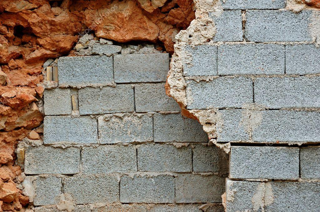 Quebrada de piedra y paredes de bloques de hormigón — Foto de stock ...