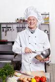 kuchař v kuchyni