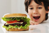 Fotografie süße Kind mit burger