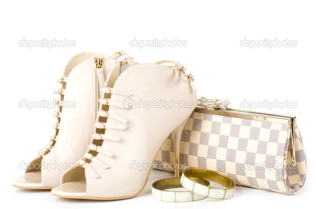 25329084298 σέξι παπούτσια μόδας, χρυσά κοσμήματα και τσάντα που απομονώνονται ...