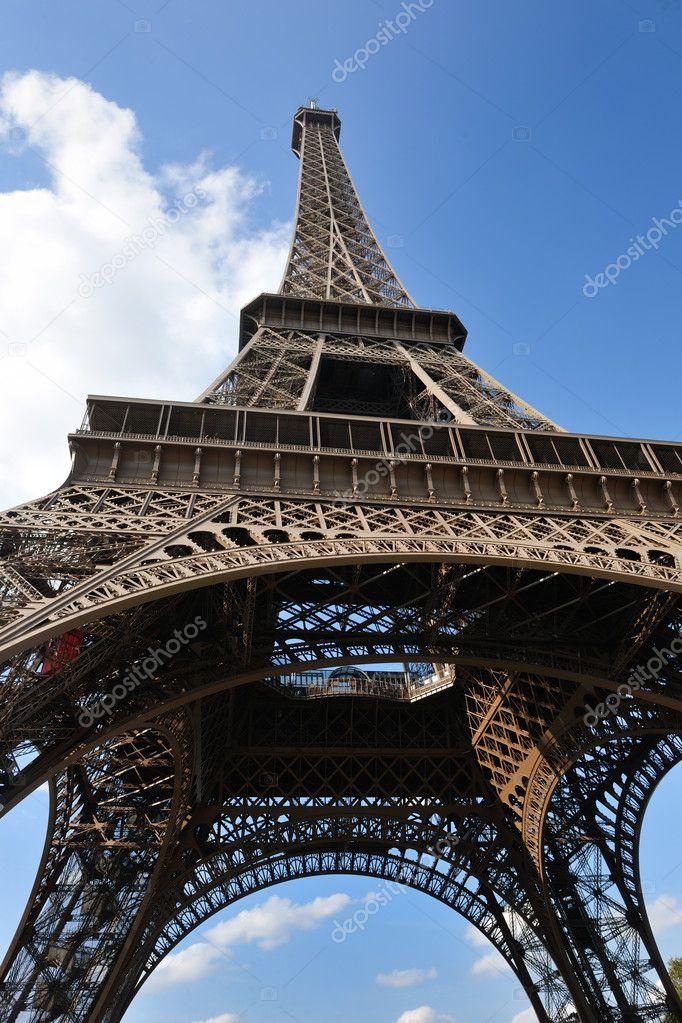 eiffelturm in paris am tag stockfoto shock 9528394. Black Bedroom Furniture Sets. Home Design Ideas