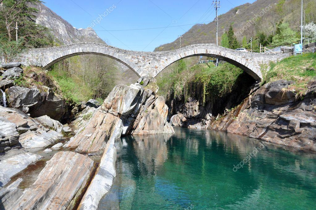 Ponte di ponte dei salti a lavertezzo svizzera foto for Disegni di ponte anteriore