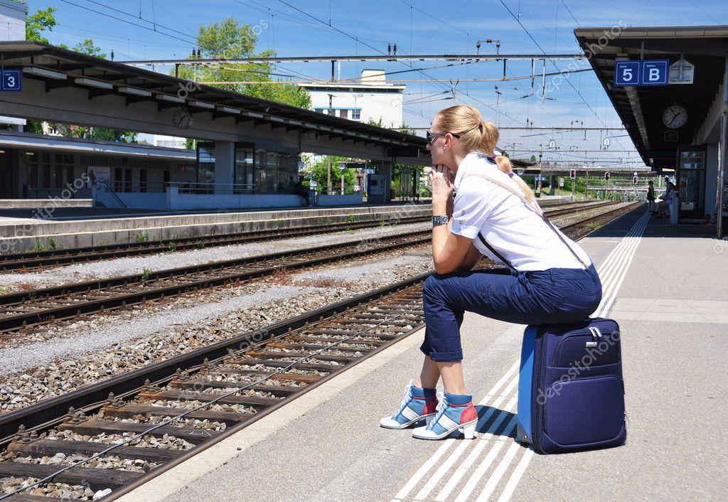 Пикаперы с девушкой на вокзале скачать бесплатно фото 618-112