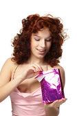 Fotografie glückliche Frau mit Geschenk