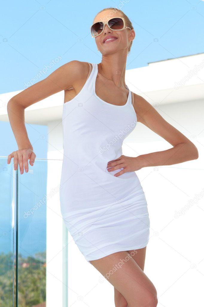 девушки з пышными задами в мини юбках