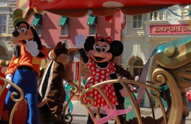Goofy and Minnie Mouse