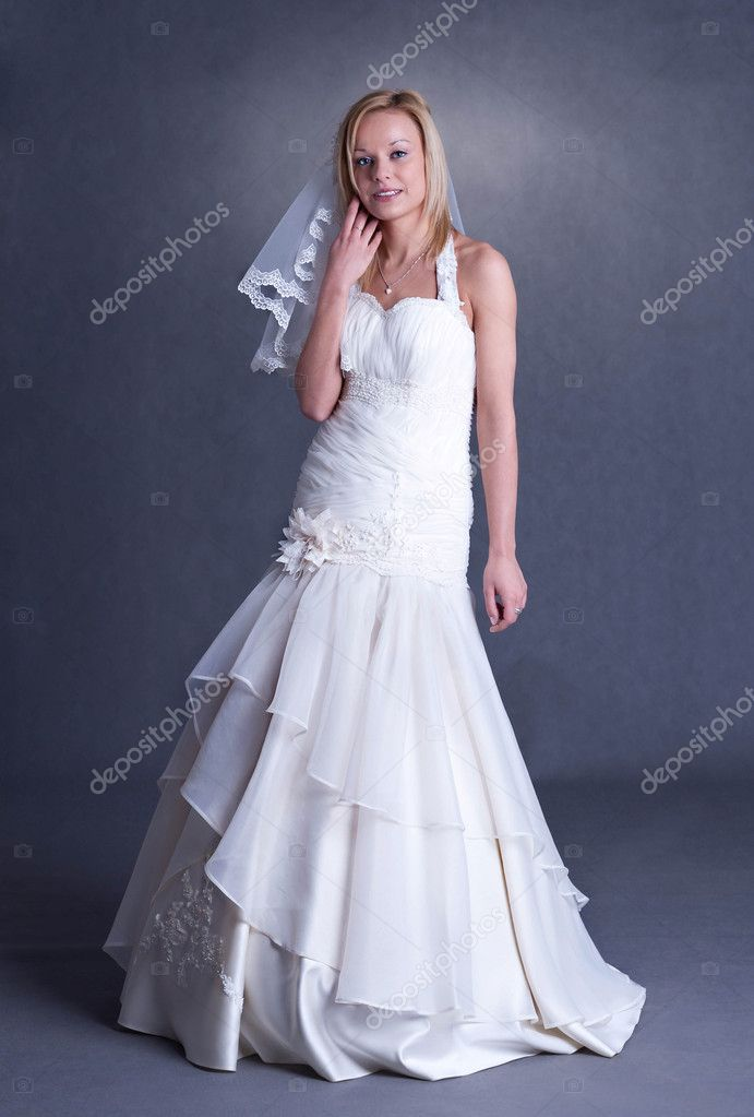 Grijze Trouwjurk.Jonge Bruid In Trouwjurk Stockfoto C Rlat28 9165763