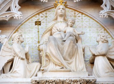 Madonna on the throne with the Child Jesus and two angels