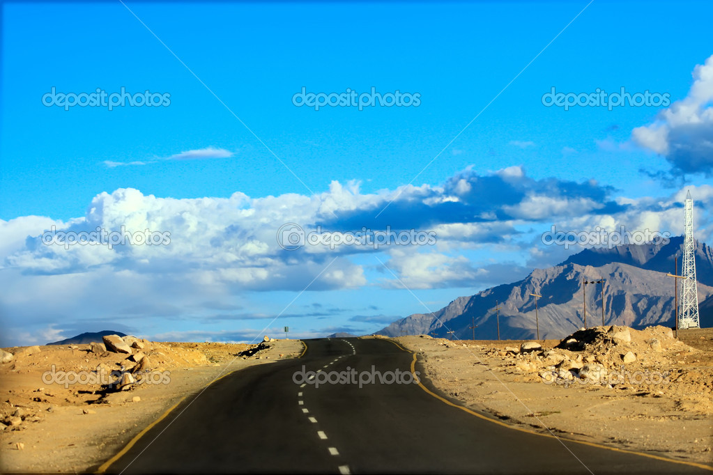 Road to mountains. Himalayan scenic.