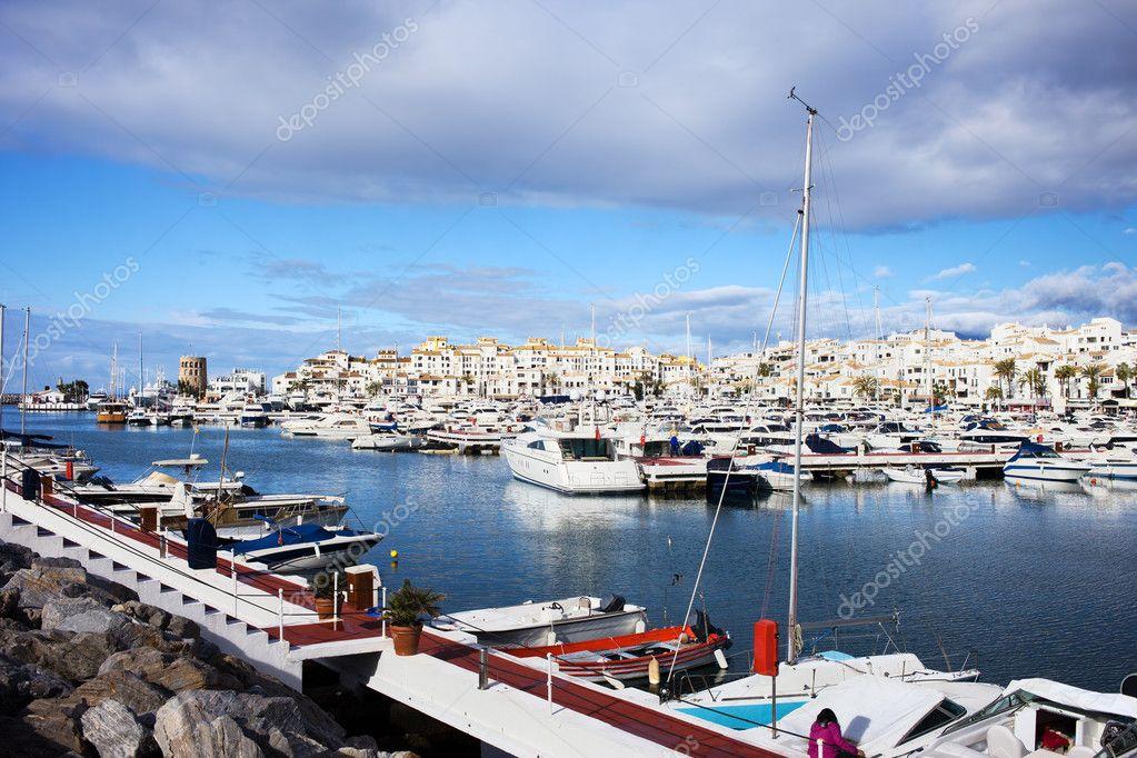 Puerto banus costa del sol foto stock rognar 10441206 for Puerto banus costa del sol