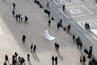 Marriage in Piazza Duomo, Milan (Italy)