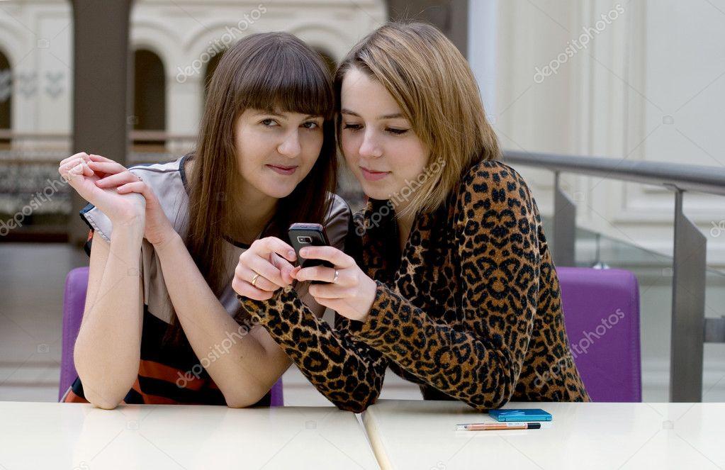 Две Подруги Уединяются С Одним Другом - Смотреть Порно Онлайн