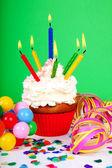 cupcake compleanno con un sacco di candele