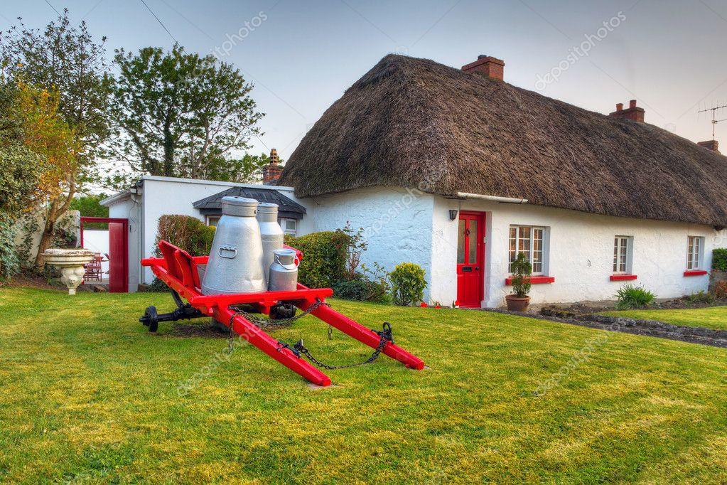 Tradizionale cottage house di adare foto stock patryk for Piani di costruzione di cottage gratuiti