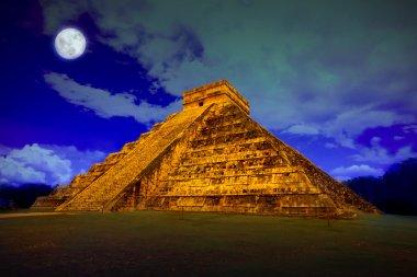 Kukulcan pyramid in Chichen Itza at full moon