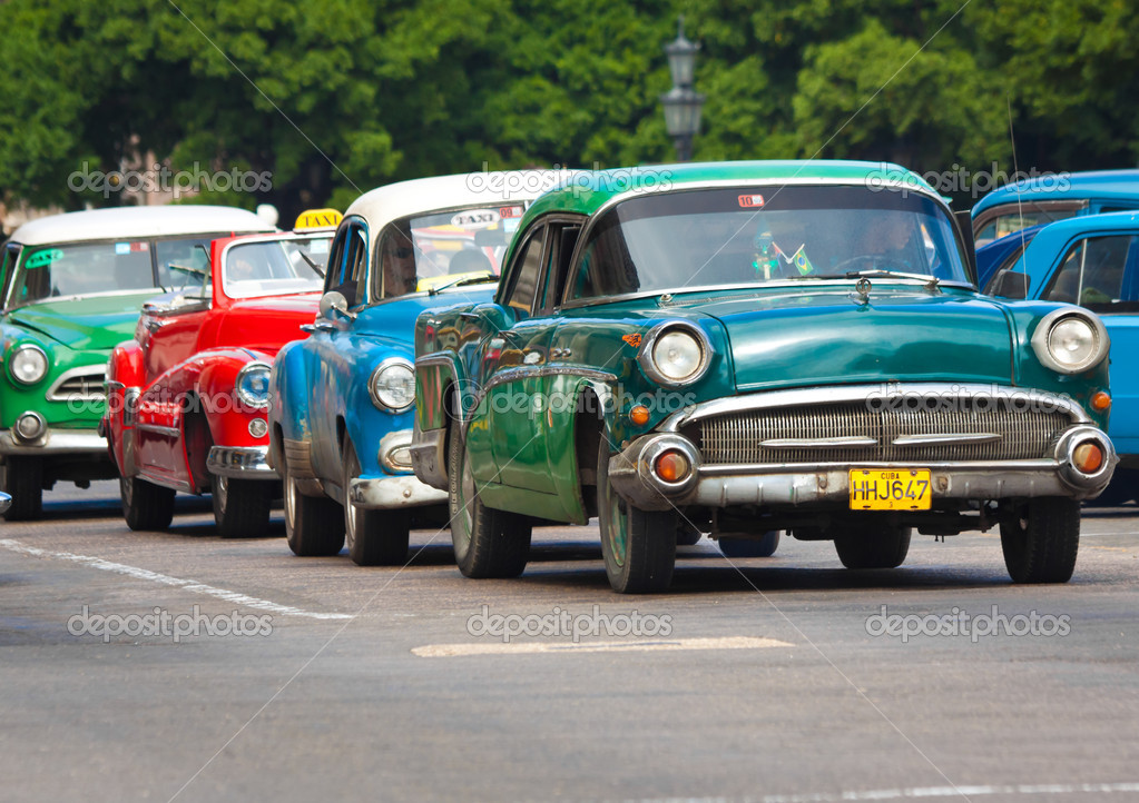 Old classic american cars in the streets of Havana – Stock Editorial ...
