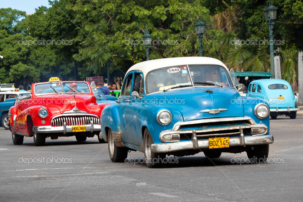 Old classic american cars in the streets of Havana – Stock ...