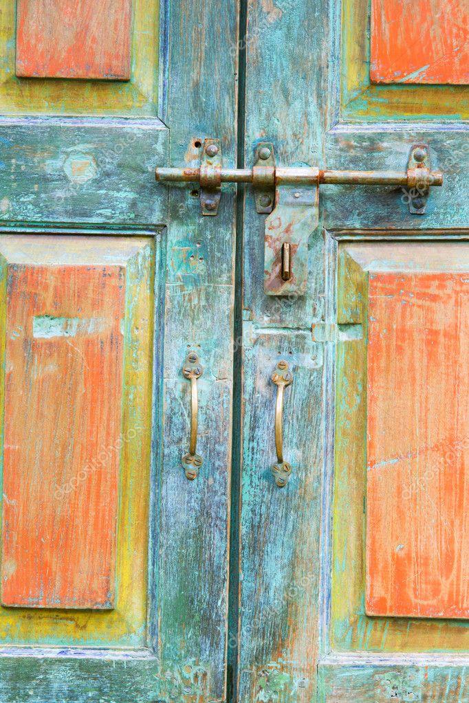 Fragmento de puertas antiguas fotos de stock alexeys for Fotos de puertas de madera antiguas