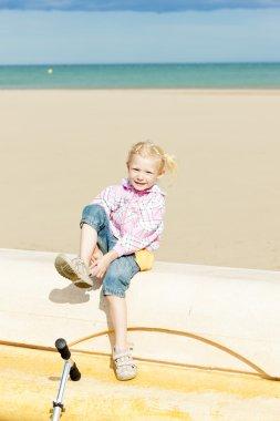 Little girl on the beach at sea