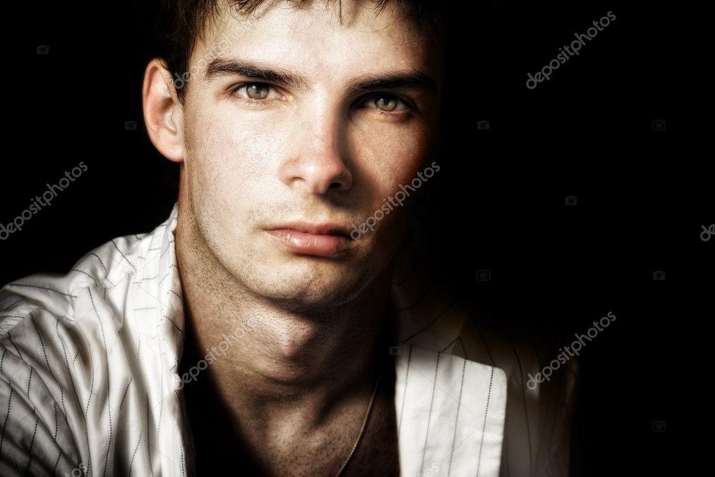 Un Hombre Masculino Guapo Con Ojos Bonitos Fotos De Stock