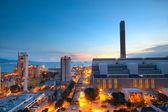 cement plant a moc zaci v západu slunce