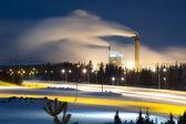 Fotografie Kraftwerk mit Rauch in der Nacht
