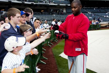 Ryan Howard signing fans baseball