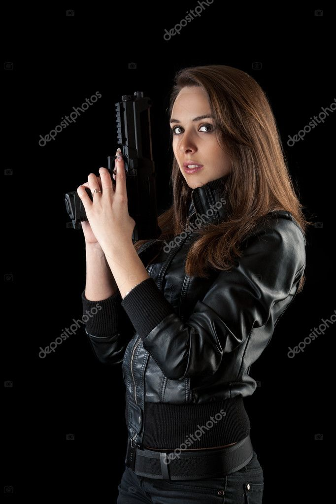 Сексуальная девушка с оружием
