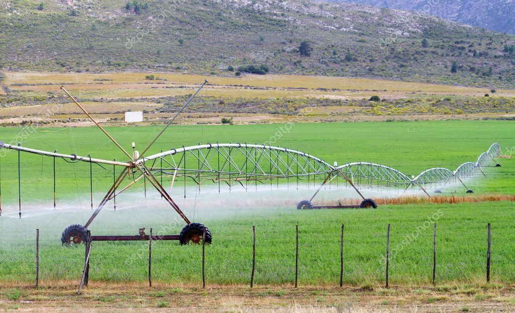 Farm field irrigation system