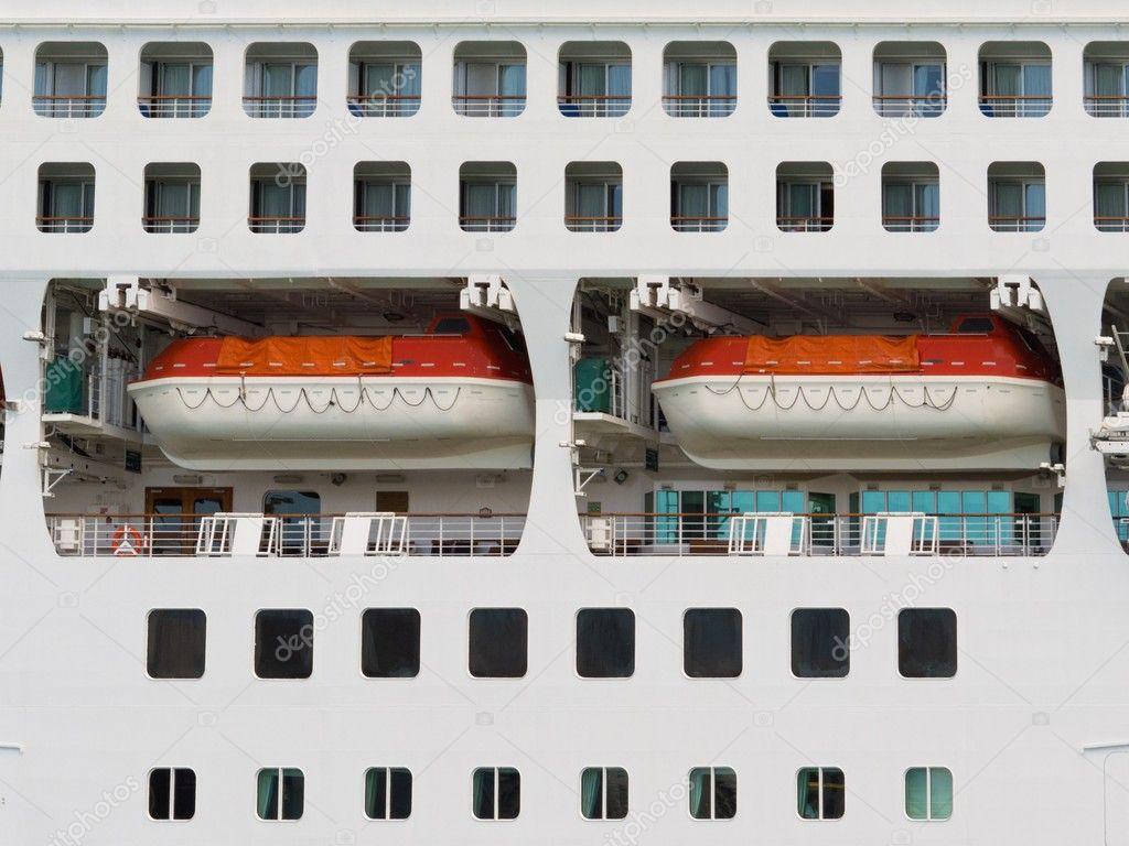 Resumen de los botes salvavidas en un crucero grande — Foto