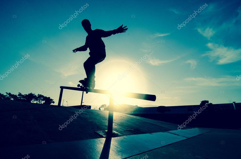 Коробочка с скейтом загрузить
