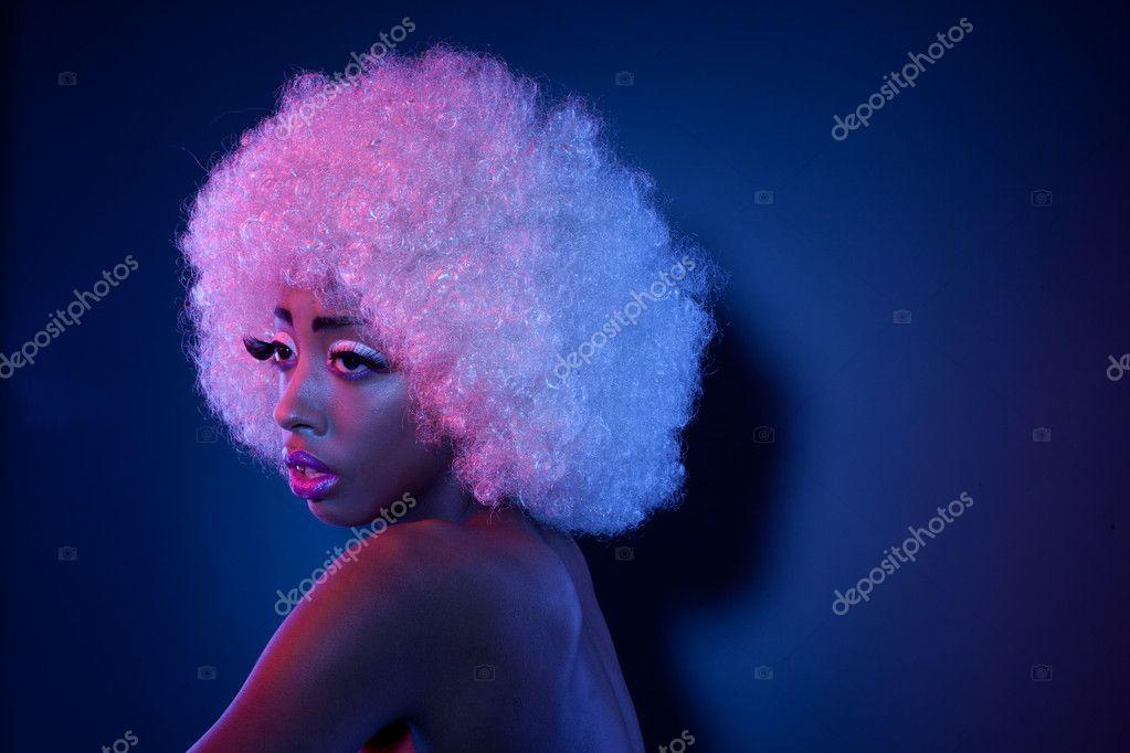 africké model v afro paruka — Stock Fotografie © nelka7812  9269577 6cdc918f74