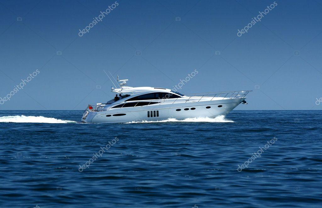 Luxury speedboat / yacht