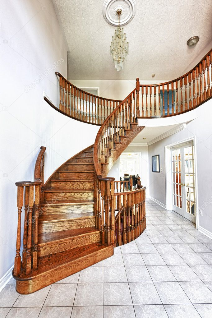 hall d\'entrée avec escalier — Photographie elenathewise © #8910439