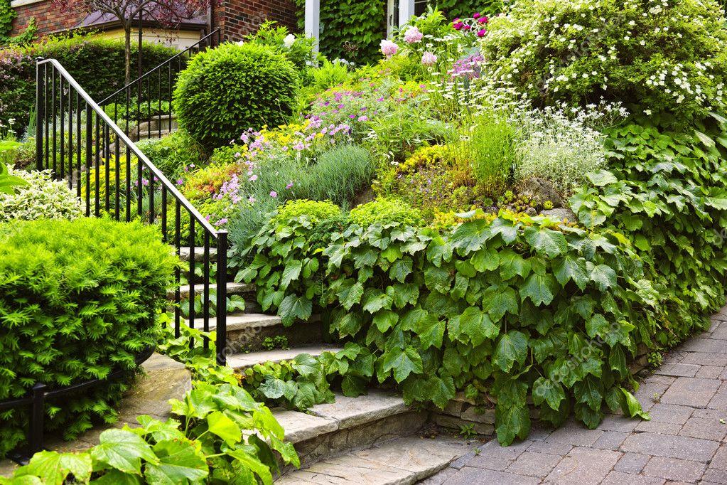 Naturliche Stein Garten Treppe Stockfoto C Elenathewise 8943851