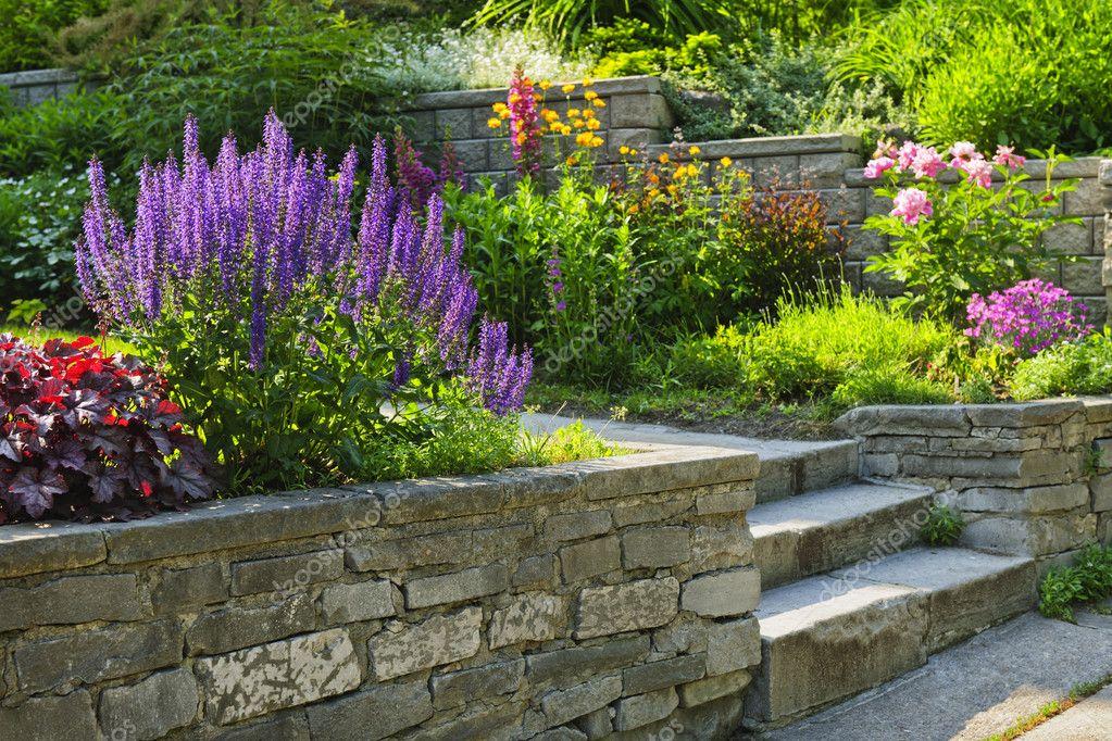 jardin avec Pierre aménagement paysager — Photographie ...