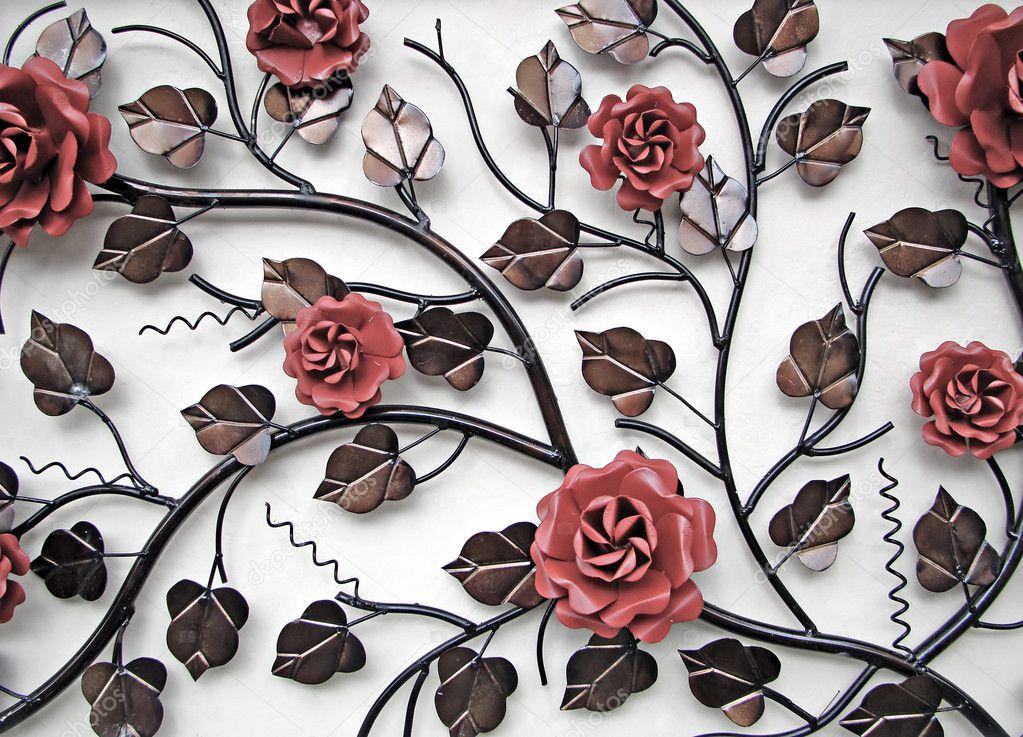 wandversiering van metalen bloemen stockfoto