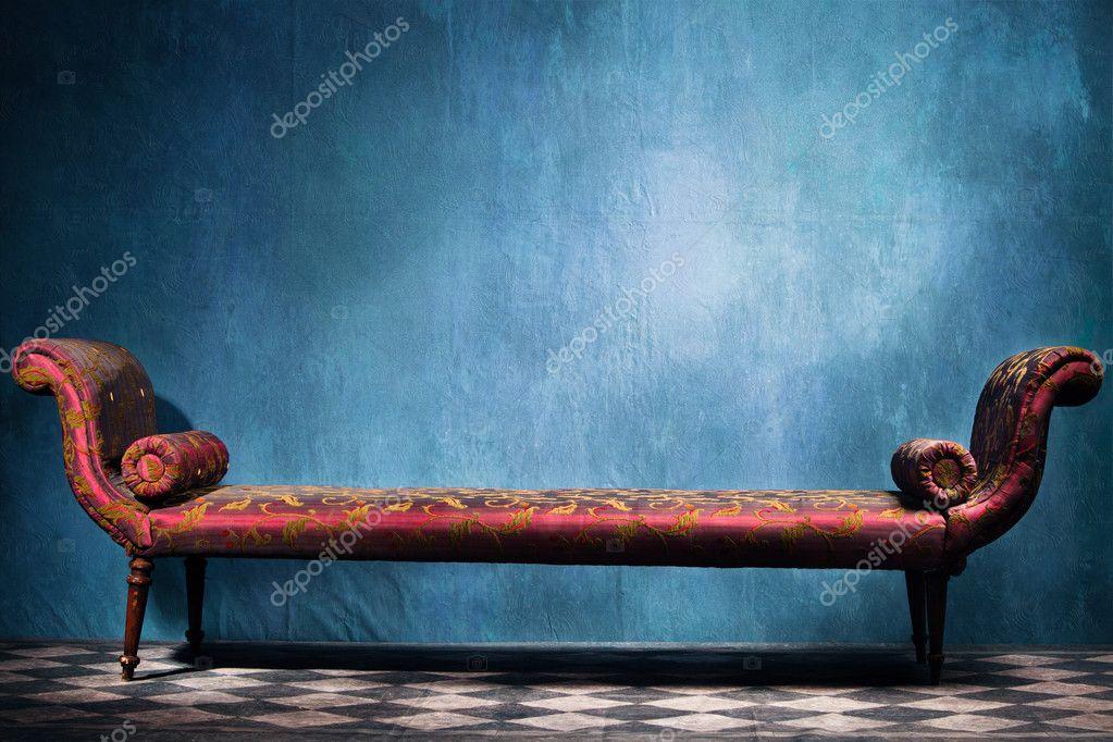 Recamie in blue room