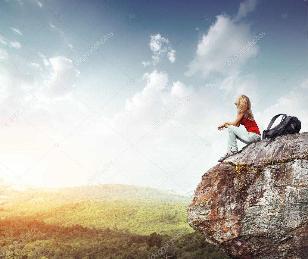 девушка камни обрыв горы озеро без смс