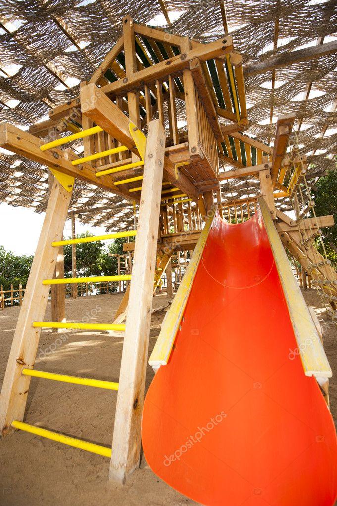marco de escalada en una zona de juegos para niños — Foto de stock ...