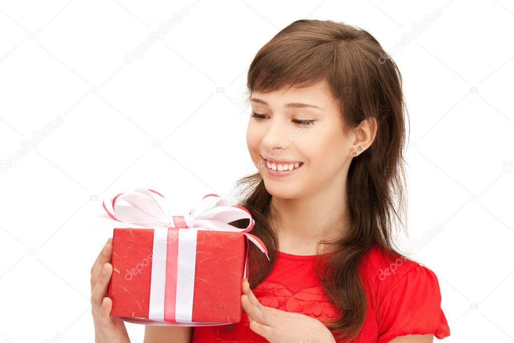 glücklich Teenager-Mädchen mit Geschenk-box — Stockfoto ...