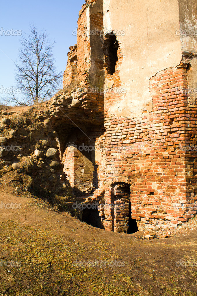 в руинах старого замка овсянов