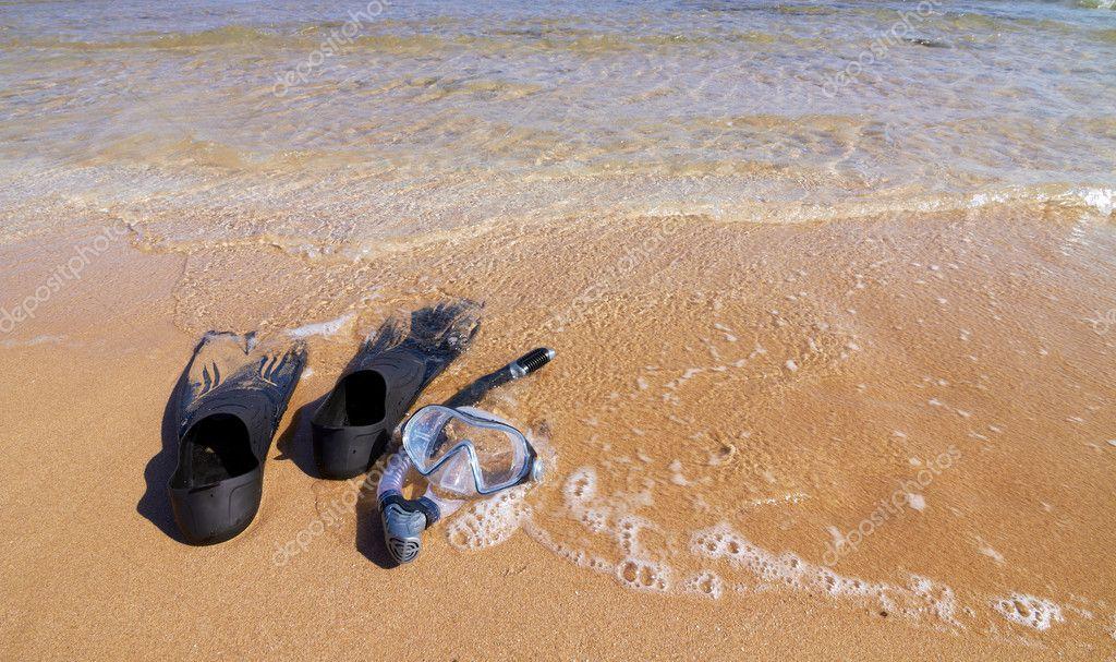 удочка лежала на берегу