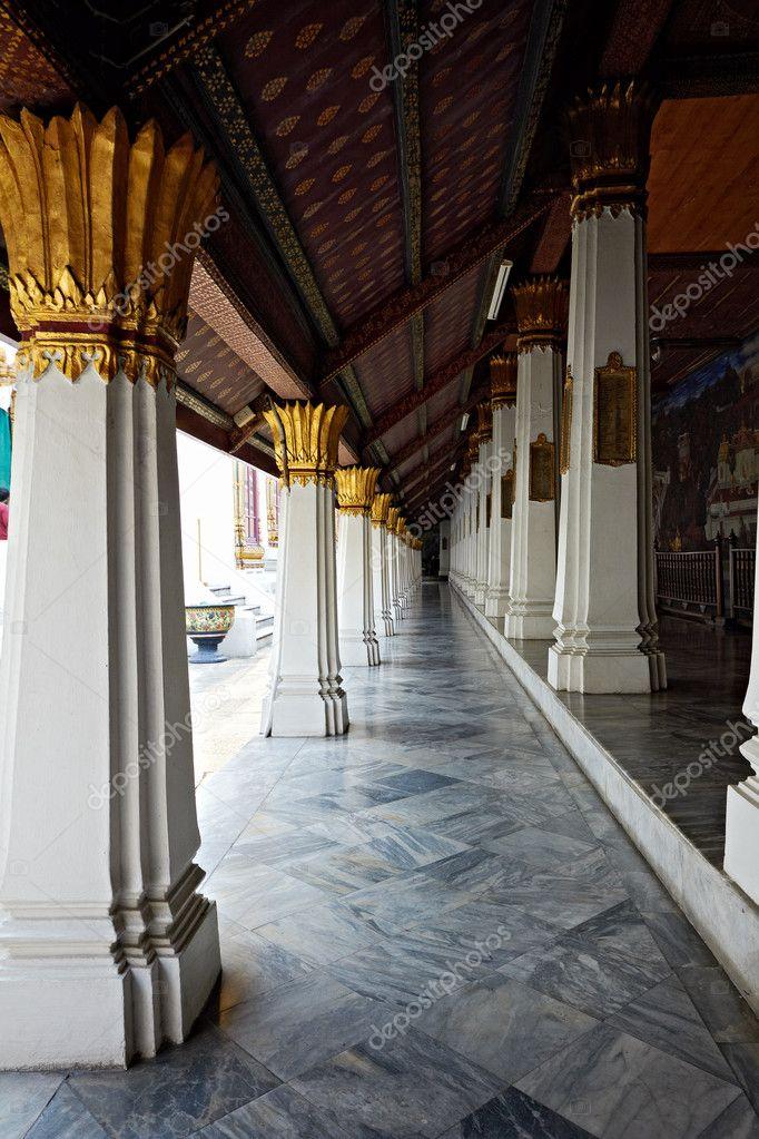 la perspective linéaire de ho phra monthien colonnes de la salle ...