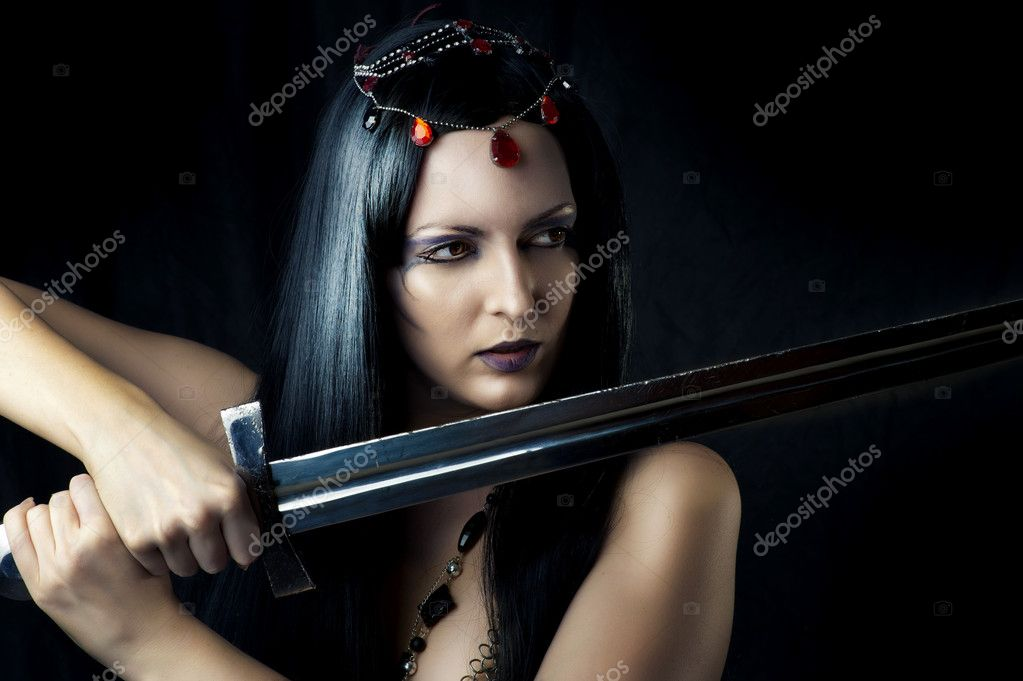 woman holding sword - 559×436