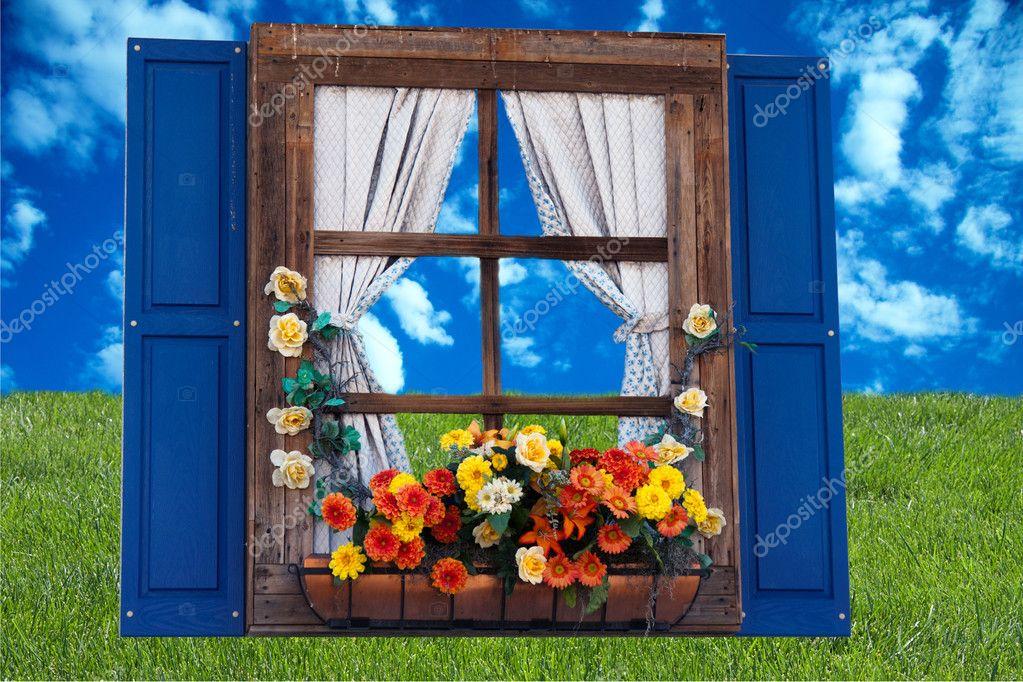 Tende Da Finestra Stile Country : Finestra in stile country con fiori u foto stock gunternezhoda