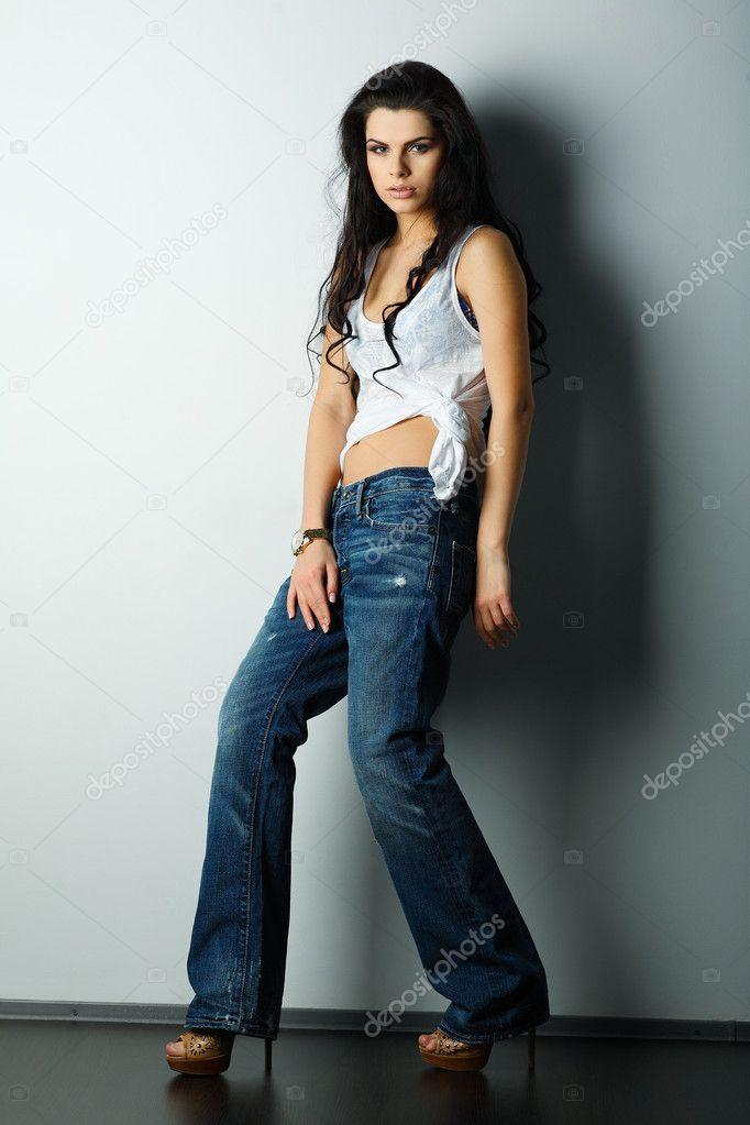 красавица кира в джинсах фото портале большой