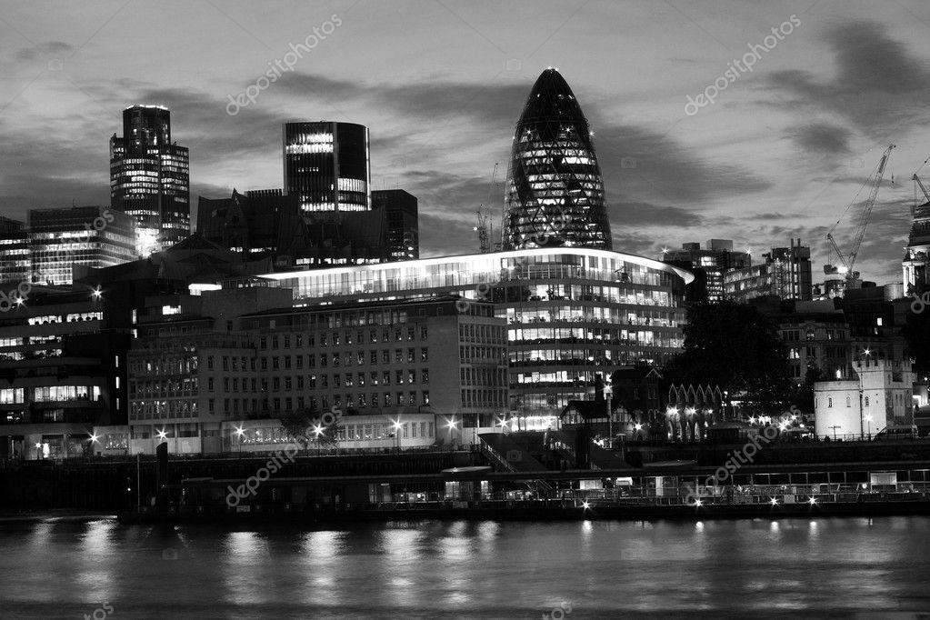 Architecture moderne de londres dans la nuit photo 9876309 for Architecture moderne londres