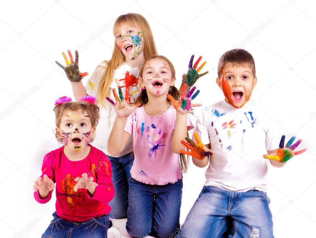 des enfants heureux avec mains peint dans les peintures color es photographie len44ik 9447329. Black Bedroom Furniture Sets. Home Design Ideas